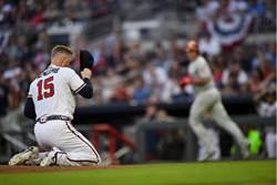 MLB》164公里擊中後腦杓 勇士投手退場