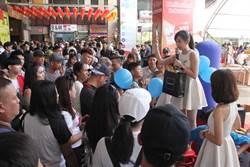 中市東協廣場假日擠滿新住民移工 最愛珍奶及面膜