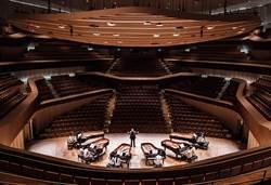 青年學子首登衛武營 六架平台鋼琴奏響新世界