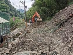桃112線靠台7線處坍塌 交管3天遊客請改道