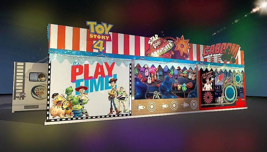 玩具嘉年華期間限定店_側邊店面視覺_電影主題場景。(圖取自玩具嘉年華 Facebook)