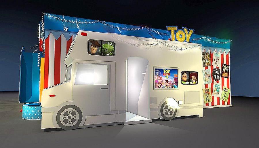 玩具嘉年華期間限定店_電影場景箱型車視覺。(圖取自玩具嘉年華 Facebook)