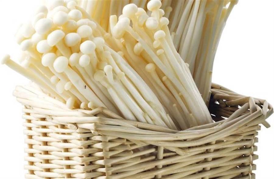 金針菇配木耳一起煮 抗癌增強免疫力。(資料照)