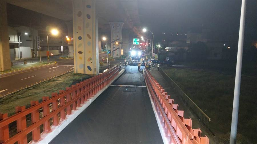 高公局于国道4号14.9k路段新增东行钢构临时匝道,但仅限小型车使用。(王文吉翻摄)