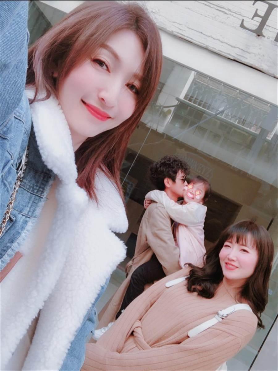 阿翔一家與謝忻(右)。(圖/翻攝自阿翔臉書)