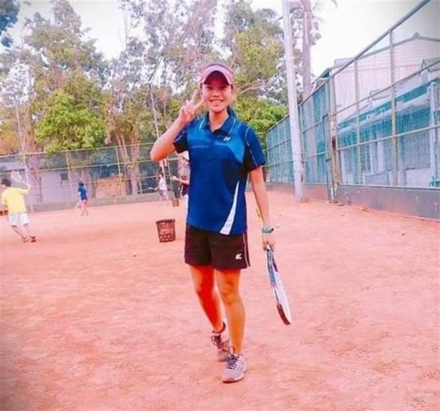 廖羽芊國小、國中都是學校軟網隊的代表選手,曾拿下全國軟網雙打、團體賽冠軍,全中運單打也曾進入前8強,可說是陽光型的運動美少女。(廖羽芊提供)