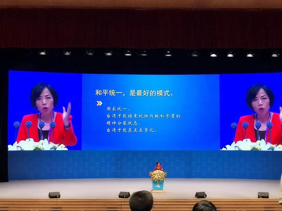知名政論節目主持人黃智賢在海峽論壇大會上發表演說。(王雅芬攝)