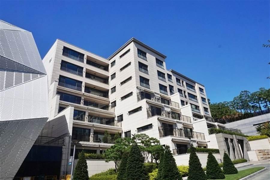 據傳蘇志燮就是買下有多位明星入住的首爾豪宅之一的漢南洞豪宅「漢南The Hill」別墅。(圖/翻攝自韓網)
