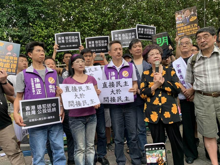 前副總統呂秀蓮批評民進黨沒有對症下藥解決公投亂象,還是頭痛醫腳。(郭建伸攝)