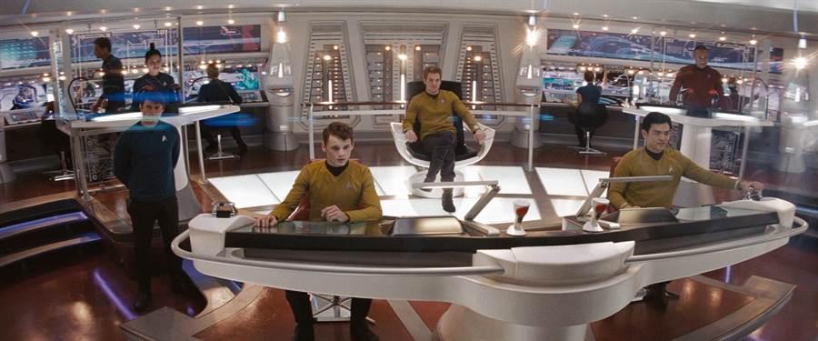 科幻電影星際爭霸戰當中的企業號星艦艦橋,可能提供了新一代軍艦設計者對戰情中心的靈感。(圖/派拉蒙影業)