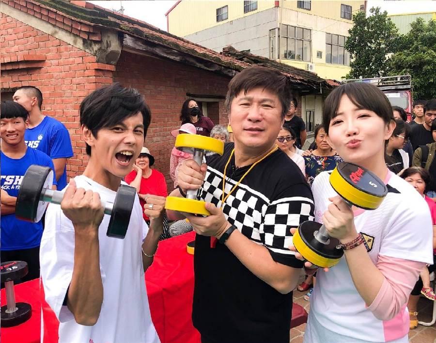 阿翔(左起)、胡瓜與謝忻主持《綜藝大集合》多年。(取材臉書)