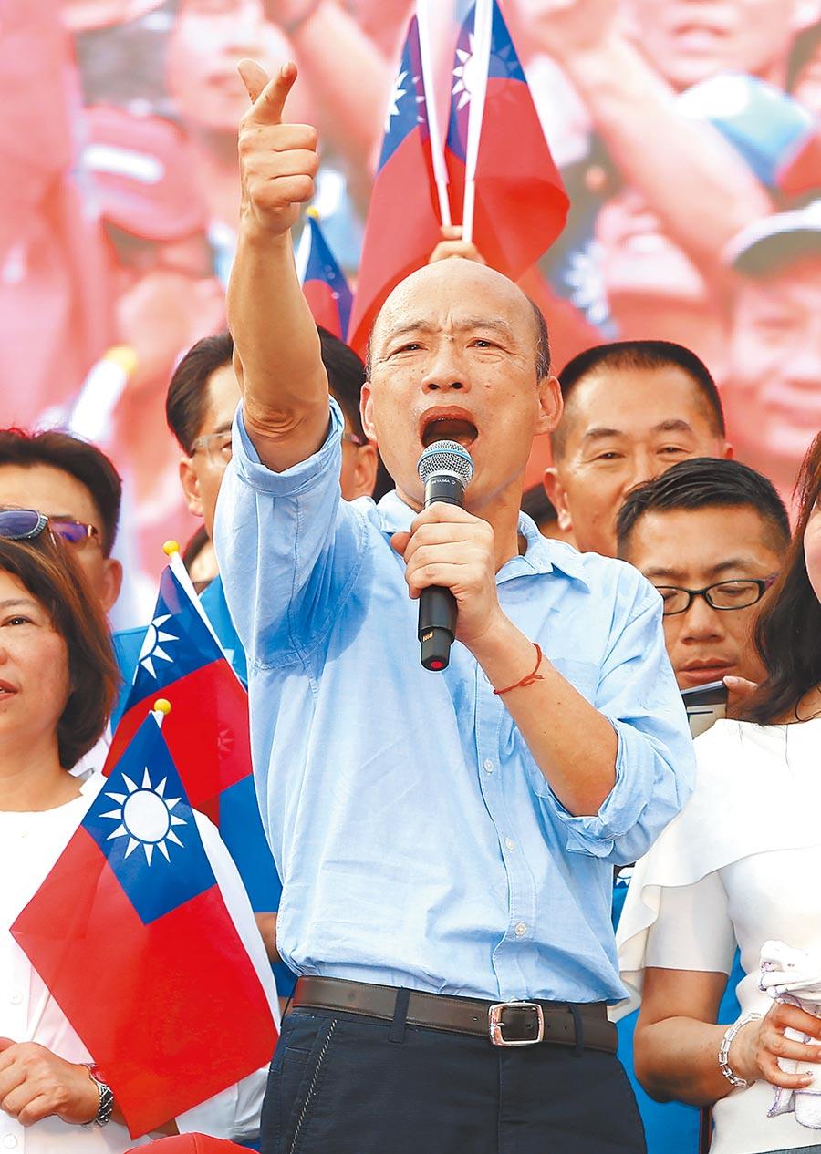 面對內外夾擊,韓國瑜仍是國民黨內實力最強人選,圖為韓15日在雲林造勢大會高呼熱愛中華民國。(黃國峰攝)