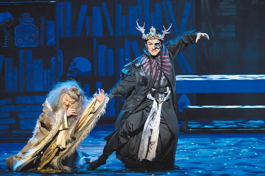 當代傳奇劇場帶著《浮士德》遠赴羅馬尼亞參加錫比烏藝術節,用「台灣味」擄獲歐洲劇迷的心。(張立勳翻攝)