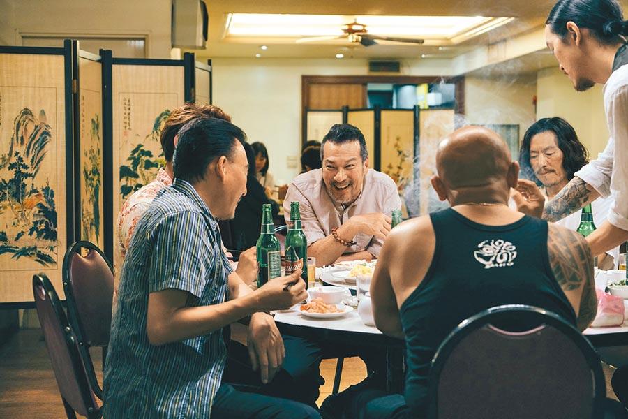 黃仲崑(左)和豐川悅司各自是台日型男大叔代表。飲酒過量 有害健康