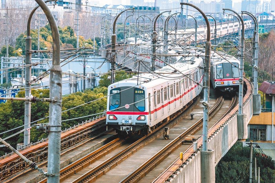在上海搭地鐵也是省錢方式之一。(CFP)