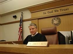 才剛審完案件 法官庭上心臟病發猝死