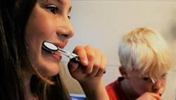 懶刷牙恐失智?關鍵在臉部危險三角區