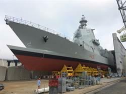 義大利未來護衛艦下水 奇特穿浪船底似復古撞角