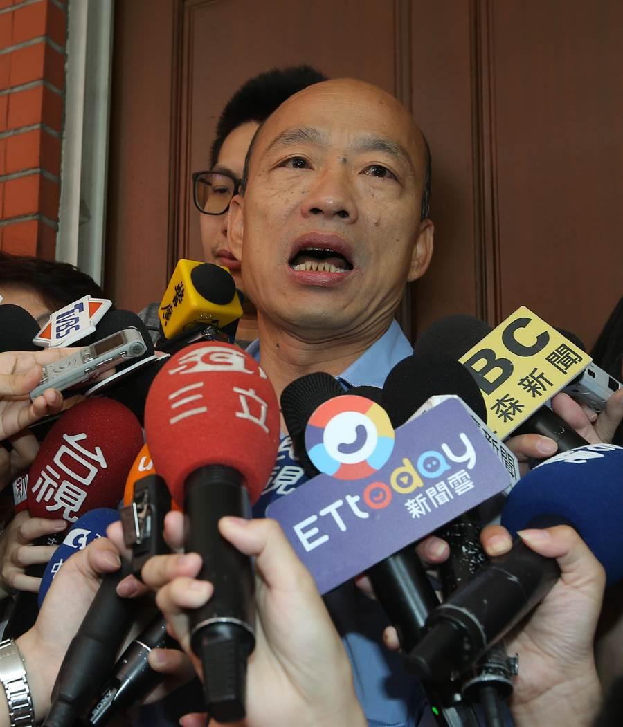 高雄市长韩国瑜(见图)17日北上立法院,出席国民党立院党团大会,拜托党团协助争取登革热补助。(刘宗龙摄)