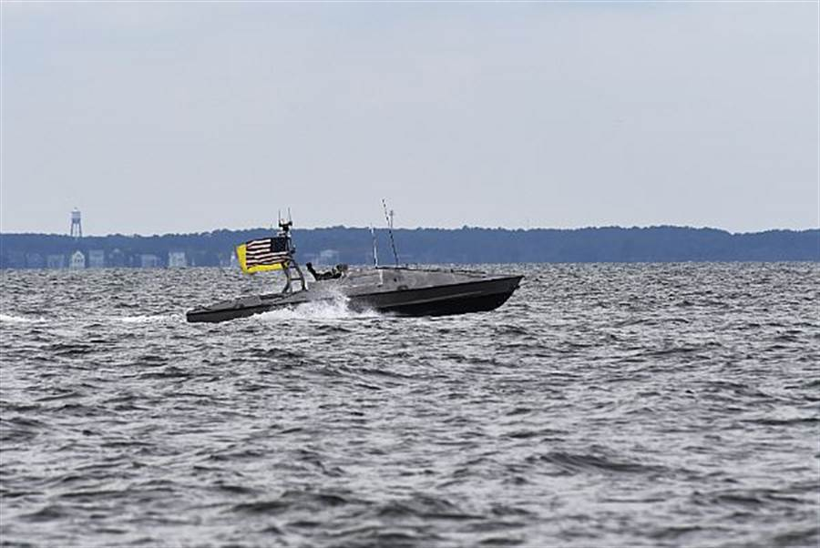 美國海軍無人艇在維吉尼亞海灘測試的資料畫面。(美國海軍)