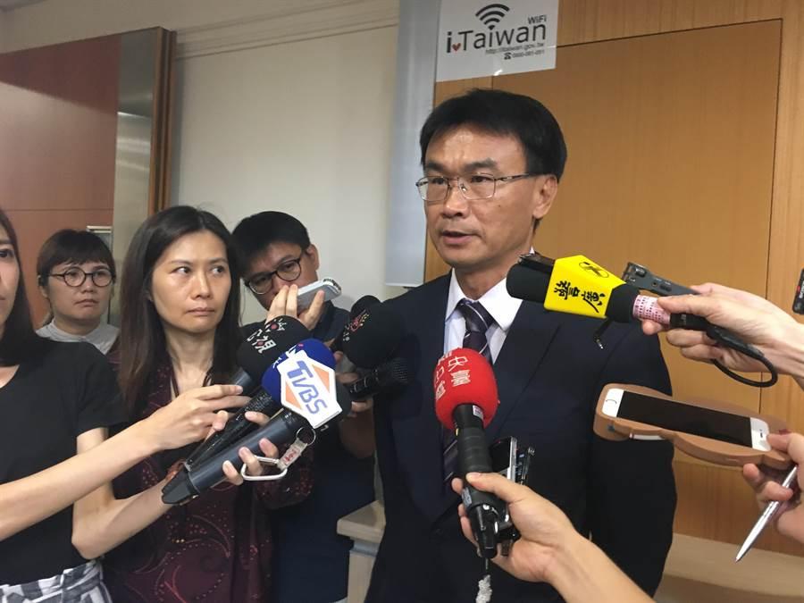 農委會主委陳吉仲表示,因巴拉刈是劇毒、致癌農藥,國際上已有77國禁用,我們為何還要讓農民使用對健康不好的農藥?(游昇俯攝)