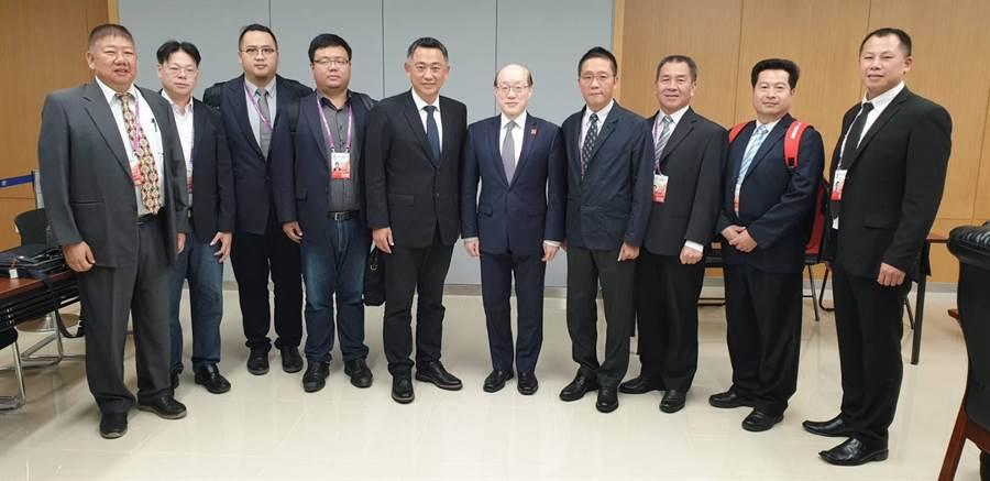 楊鎮浯(左五)帶領金門縣政府團隊拜訪國台辦主任劉結一(右五)。圖:縣府提供