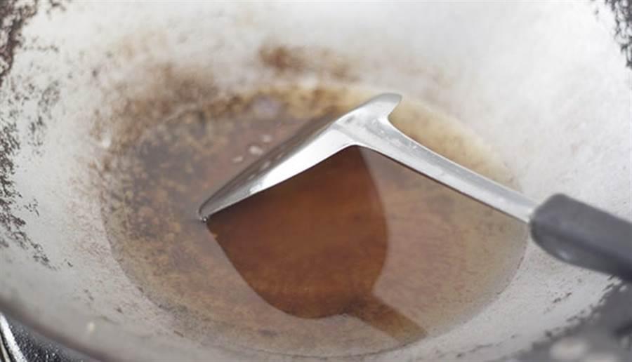 低溫炒香取代高溫爆香。(圖片來源:pixabay)