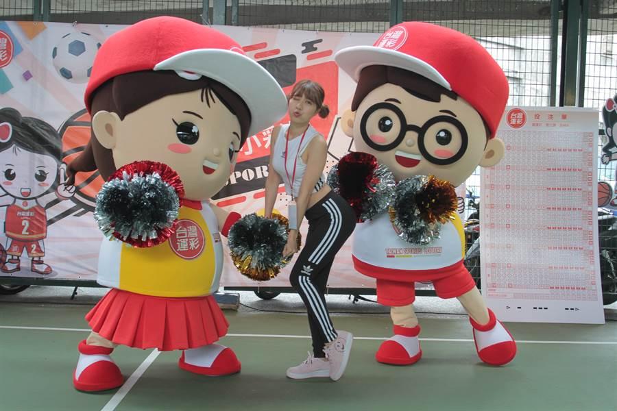 台灣運彩推出Q版玩偶「運彩兄妹」,陪大家一起開心玩運彩。(台灣運彩提供)