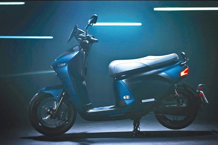 YAMAHA EC-05以Gogoro市售車種為架構並由YAMAHA進行設計,並同時適用於國內Gogoro所設立的電池交換站「GoStation」系統。(擷取自YAMAHA廣告片)