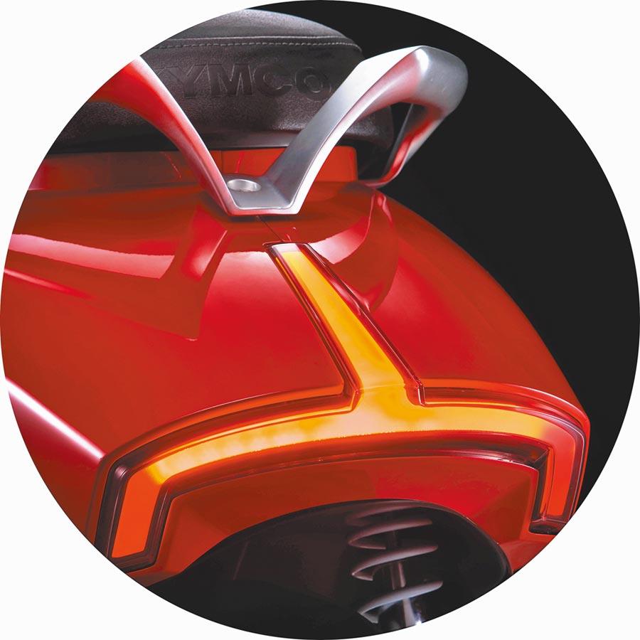 尾燈將煞車燈、方向燈整合為一體。(KYMCO提供)