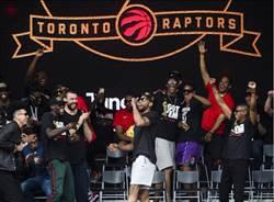 NBA》可愛遊行演說 怪笑避談去留