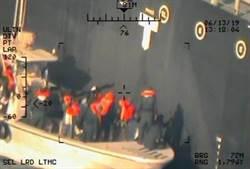 狂發新影像 美咬死伊朗攻擊油輪