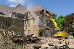 拆舊屋像七級地震 隔壁房慘遭殃