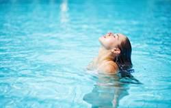 一家7口離奇中毒 兇手竟是游泳池