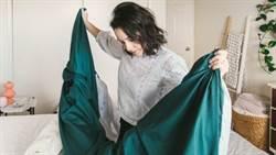 用力拍棉被是禁忌!殺塵蟎必學曬被5技巧