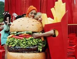 歌迷猜中了!泰勒絲和凱蒂佩芮直接拍MV上演「世紀大和解」