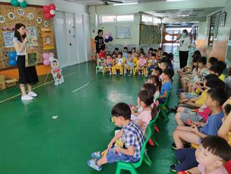 跟腸病毒說掰掰 市議員吳通龍幼兒園辦宣導送濕紙巾