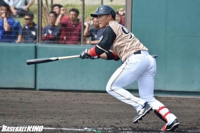 由於明年球隊主場要舉辦東京奧運足球賽,火腿隊台灣好手王柏融明年球季要隨隊展開2個月客場長征。(資料照/摘自火腿官推)