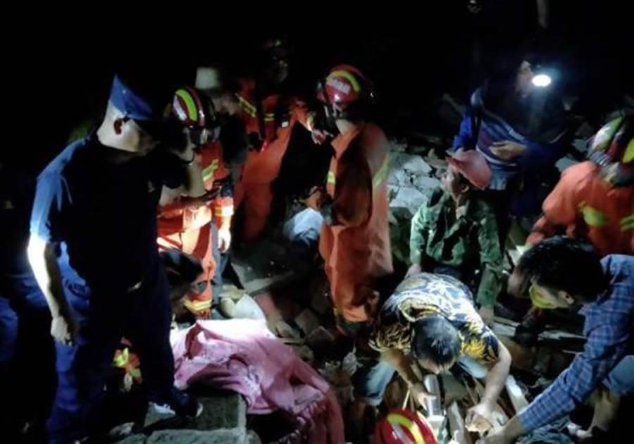 大陸四川宜賓17日晚上10點55分,發生規模6.0的地震,至18日清晨,已造成11人死亡,122人受傷。(取自澎湃新聞)