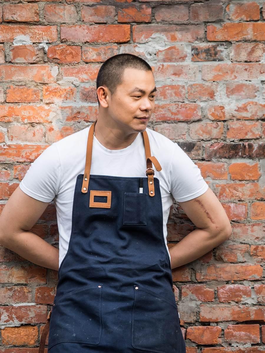 創立〈RAW〉餐廳的名廚江振誠表示,用Fine Dining傳遞台灣味不能曲高和寡,所以即便如今〈RAW〉是米其林二星餐廳,也不漲價。(圖/RAW餐廳)
