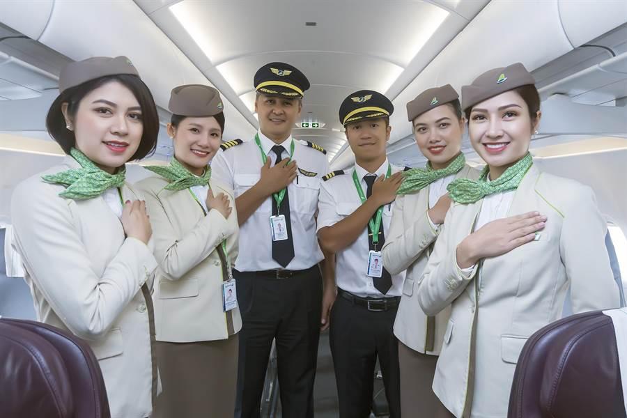 以「不只是飛行」為口號的越竹航空,提供舒適的飛行體驗,採用全新A321NEO客機執飛峴港航線。(陳麒全攝)