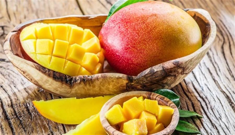 有些人認為芒果火氣大、很「毒」,會引發皮膚病或發炎,總是無法安心大吃,真的是這樣嗎?(圖/康健雜誌)