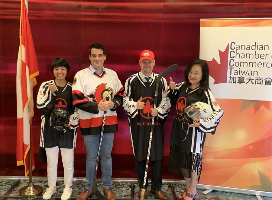 加拿大航空台灣區總經理陳美至(右一)與加拿大駐台北貿易辦事處代表芮喬丹(右二)及台灣加拿大商會理事長高克駿(左二)。圖:加航提供