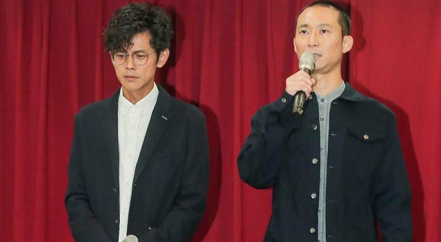 浩子(右)陪阿翔開道歉記者會。盧禕祺攝
