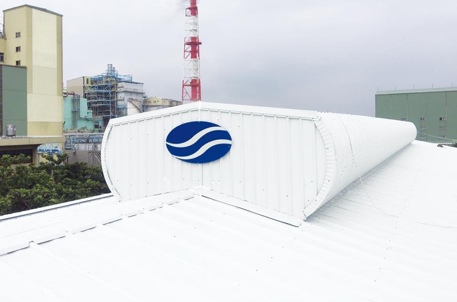 大柱國際工程設計專利導流式排氣樓(屋頂上方)強制排除上升的熱空氣、引入清爽空氣,形成「上方熱排氣、下方冷補氣」讓室內降溫、通風。圖/業者提供