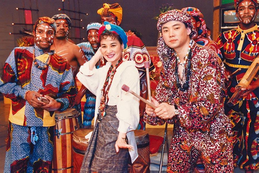 陽帆(右)、張小燕曾一起主持華視《歡樂週末派》,帶給觀眾不少歡笑。(資料照片)