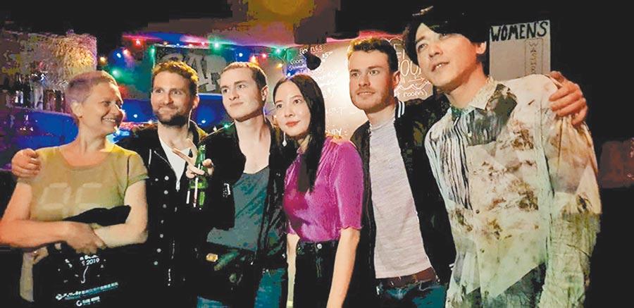 紅樂團憑藉出色的音樂風格,成功征服加拿大樂迷的心。