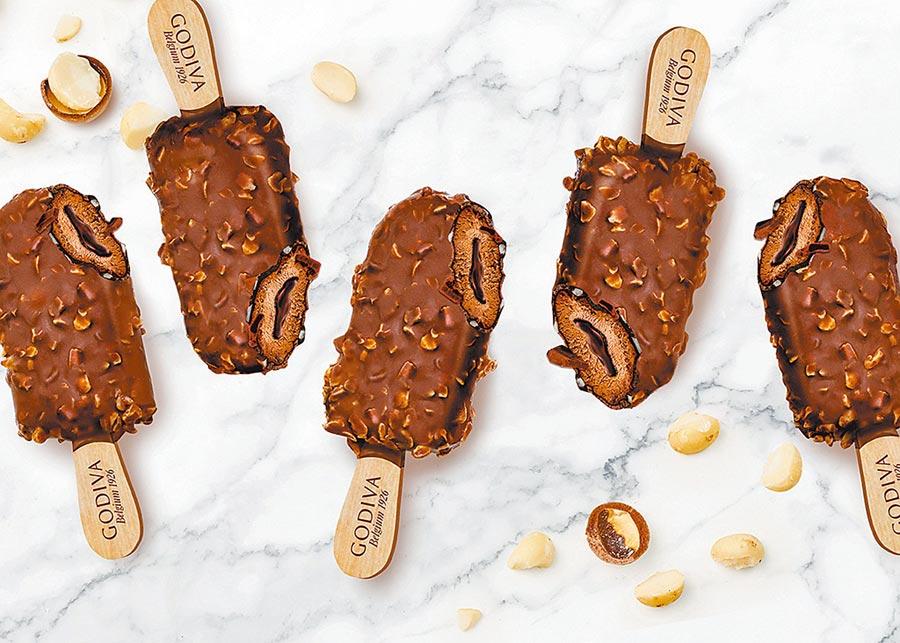 台灣獨家供應的GODIVA夏威夷果仁黑巧克力流心雪糕,99元,限量25萬支。(7-11提供)