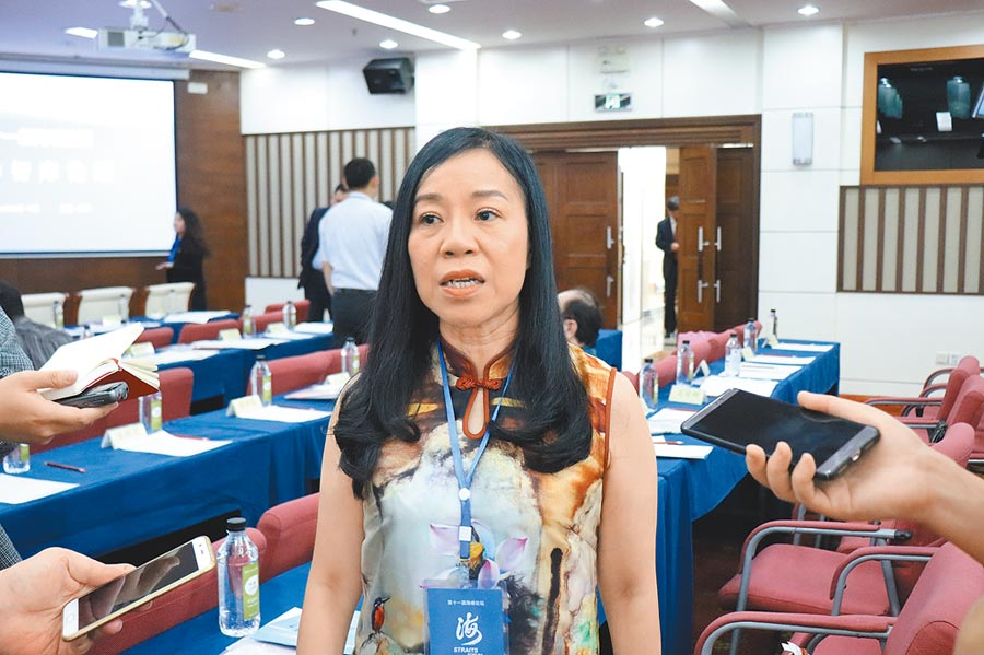 自稱「台灣女孩」的凌友詩17日接受採訪。(記者呂佳蓉攝)