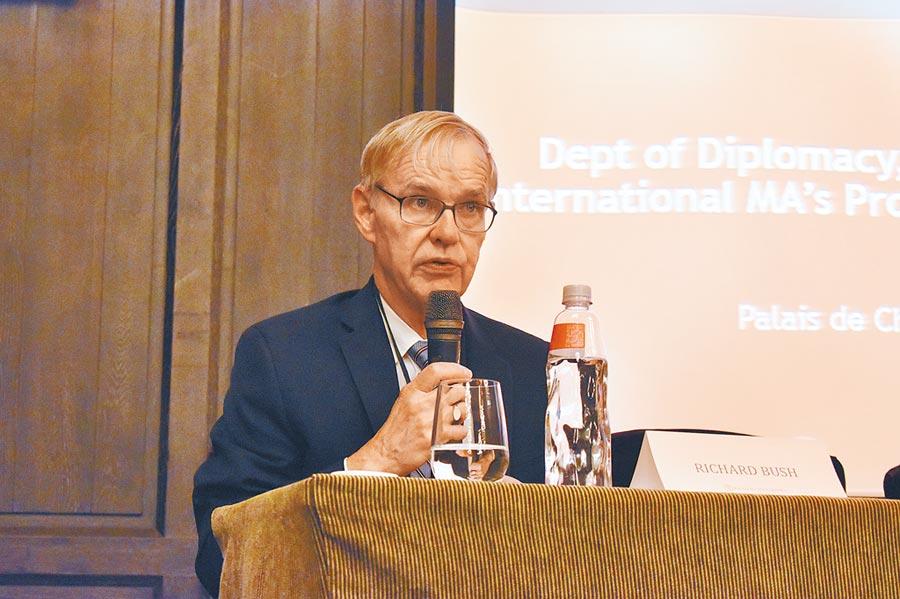 美國在台協會前主席卜睿哲17日在政大舉辦的研討會發言。(政大國際事務學院提供)